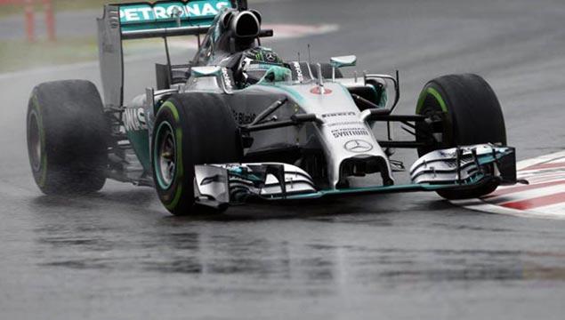 Mercedes-driver-Lewis-Hamilton-Japanese-Grand-Prix
