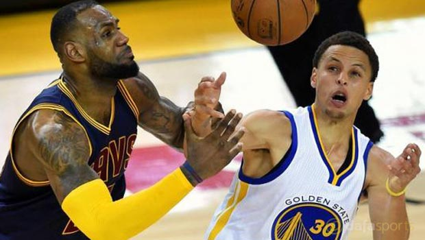 Cleveland-Cavaliers-v-Golden-State-Warriors-Game-2-NBA-Finals-Curry-and-Lebron
