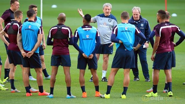 England-manager-Roy-Hodgson-Euro-2016-2