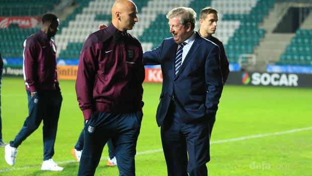 Manager-Roy-Hodgson-and-Jonjo-Shelvey-Euro-2016