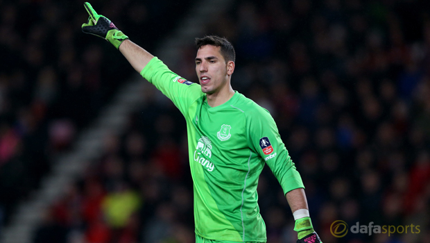 Everton-goalkeeper-Joel-Robles